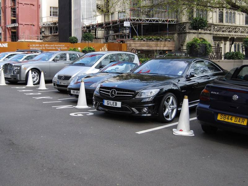 Эксперты сообщили, какие авто любят богатые россияне