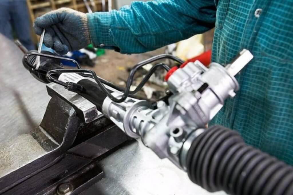 Как ремонтируют рулевые рейки и лучше ли это покупке новой
