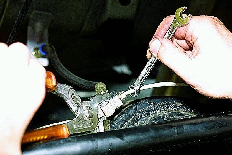 Функции тормозного шланга и особенности его замены
