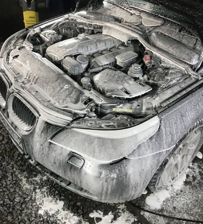 Как правильно мыть машину ведром с водой, керхером? как помыть машину, автомобиль самому в домашних условиях, зимой: советы. как мыть машину своими руками: обзор инструментов и средств