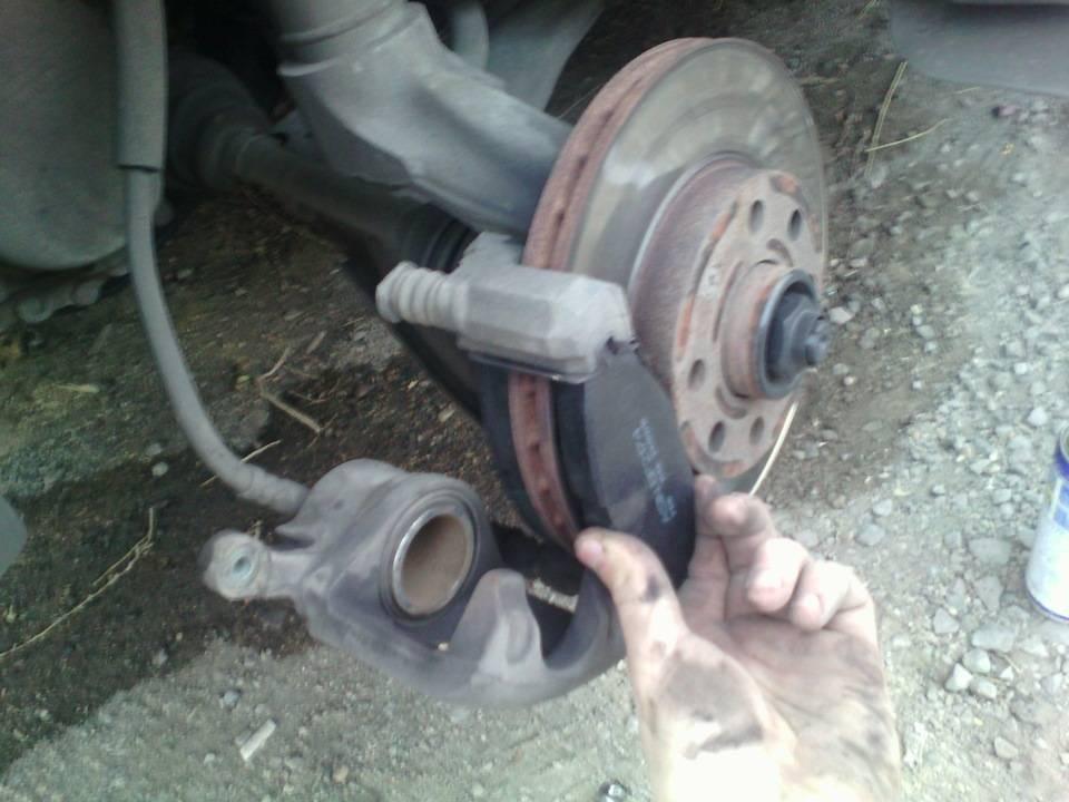 Почему бьет педаль тормоза при торможении? разбираемся!