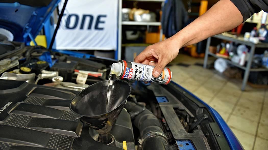 Как поменять масло в двигателе своими руками