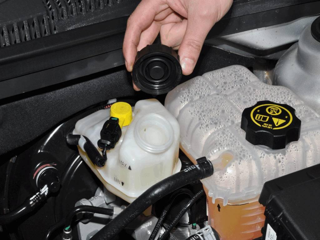 Замена тормозной жидкости в автомобиле с абс
