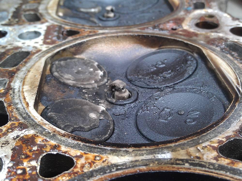Что будет если перелить масло в двигатель выше уровня, последствия