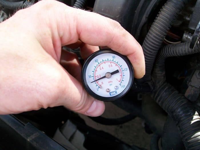 Причины падения давления масла в двигателе и решение проблемы