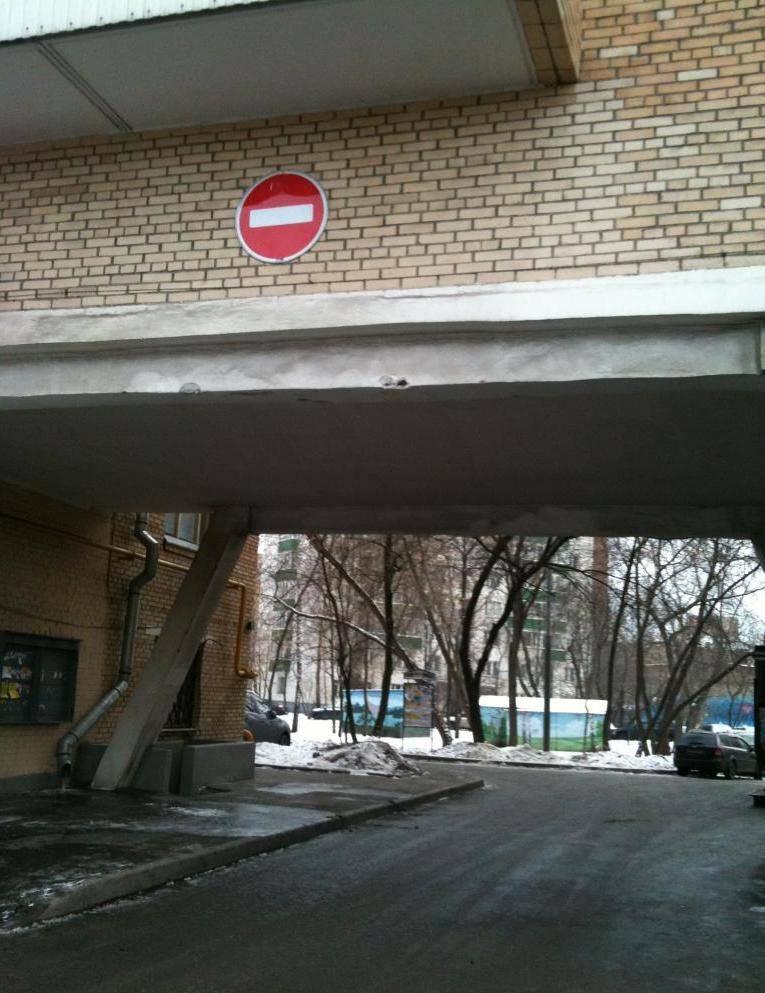 Лишат ли прав за проезд «под кирпич» на заправке или во дворе