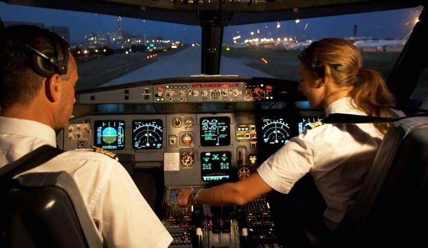 Штрафы ГИБДД помешали женщине-пилоту совершить первый заграничный рейс