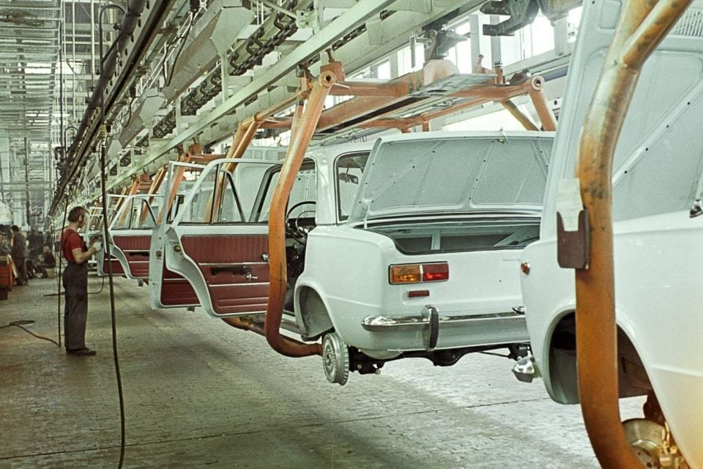 Копеечный повод: главному российскому автомобилю исполняется 50 лет | статьи | известия