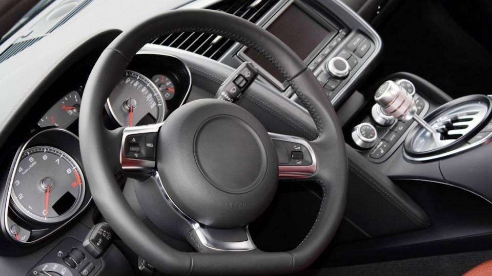 Рулевое колесо стоит криво: причины и способы исправления