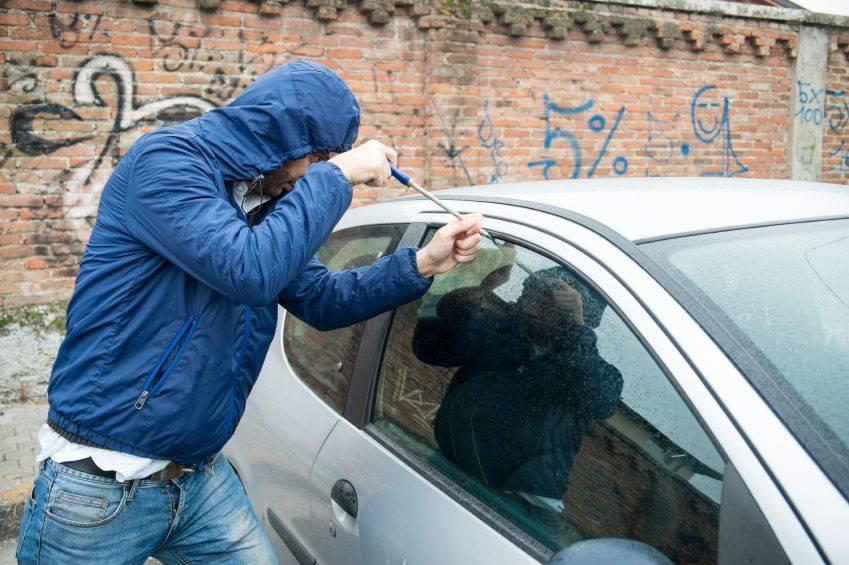 Как защитить автомобильный гараж от кражи с помощью подручных средств? | the robot