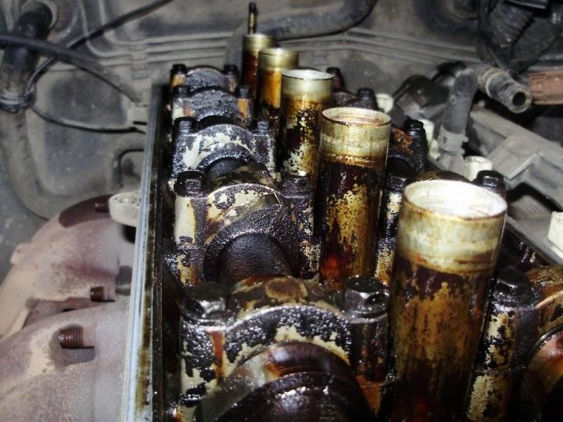 Двигатель берет масло, но не дымит: почему так происходит