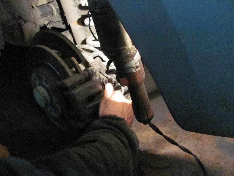 Мягкая педаль тормоза: причины и их устранение. почему педаль тормоза становится мягкой после замены колодок