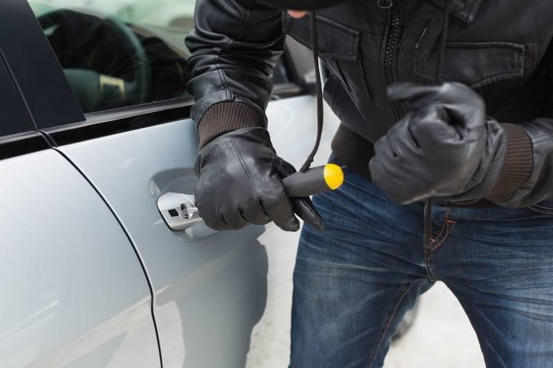 Кража имущества из автомобиля - что делать в случае кражи из авто