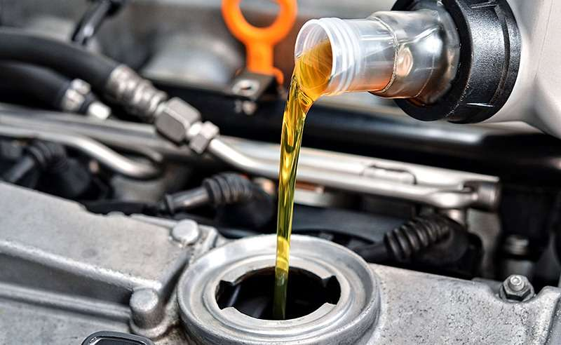 Какое масло заливать в двигатель: бензин, дизель. рекомендации к выбору