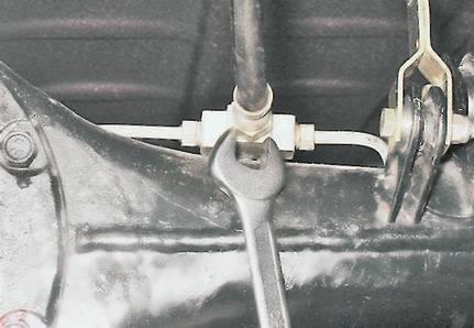 Замена тормозного шланга и прокачка тормозной жидкости