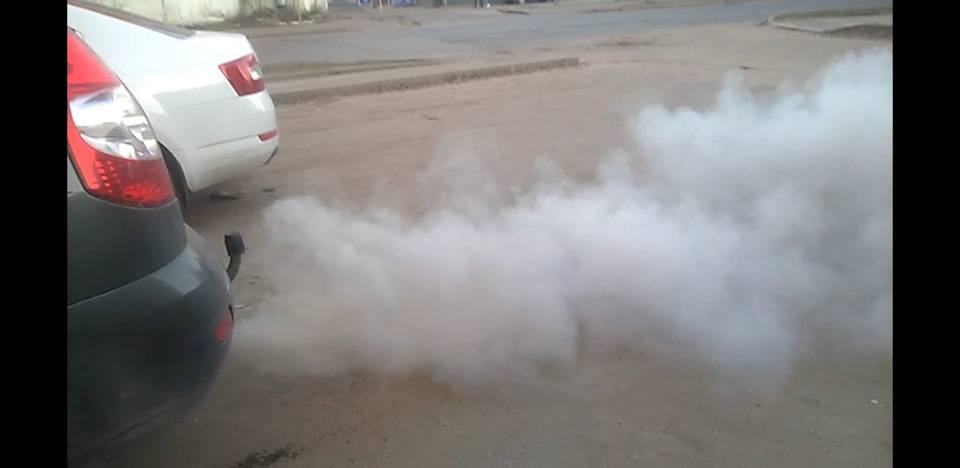 Дымит дизельный двигатель сизым дымом: причины