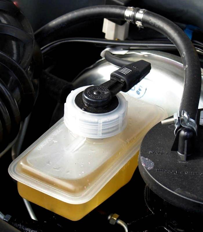 Корректная замена тормозной жидкости с абс без помощи специалистов