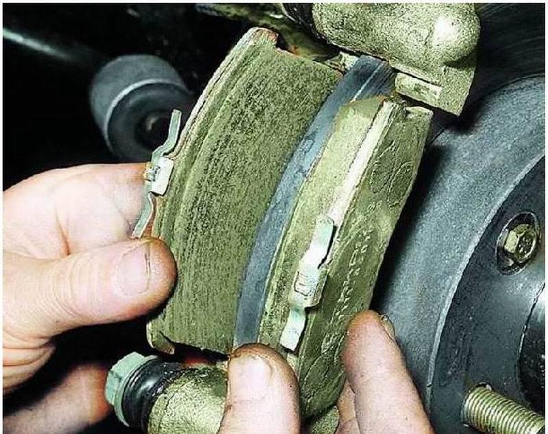 Мягкая педаль тормоза после замены колодок: причины