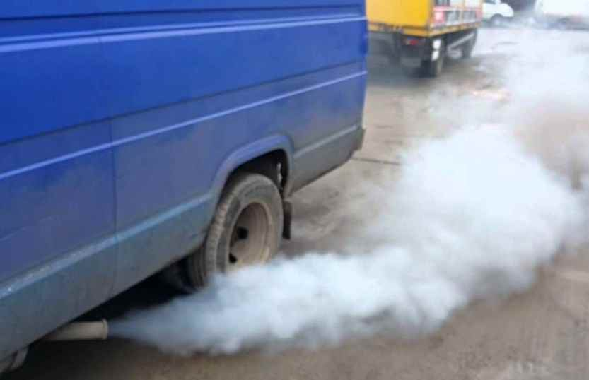 Дым из глушителя