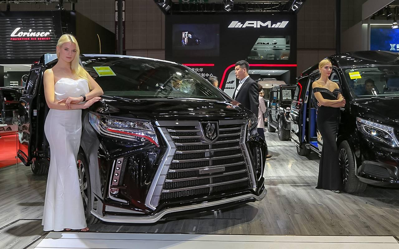 Что будет, если скрыть госномер, дешевая Тойота на водороде и туристические автобусы будущего: свежие автоновости