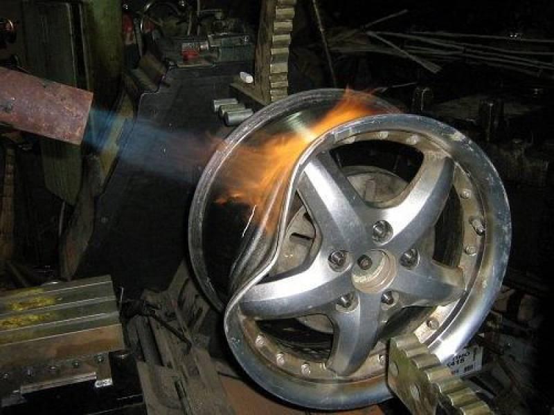 Ремонт стальных штампованных дисков. виды повреждений. можно ли ремонтировать?