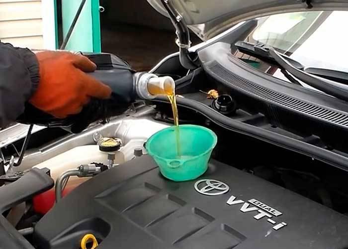 Как правильно заменить масло в двигателе автомобиля