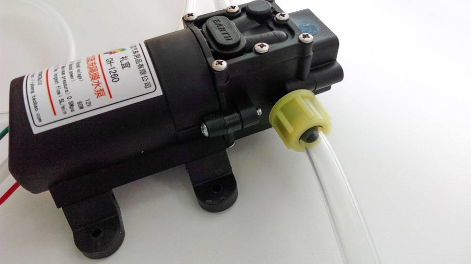 Насос для замены масла через щуп: как слить отработанную жидкость без лишних усилий?
