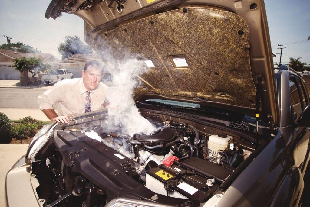 Как распознать лужи под машиной, что и из чего течёт