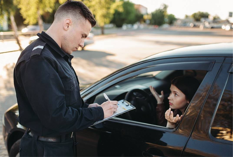 Действия водителя при остановке без прав