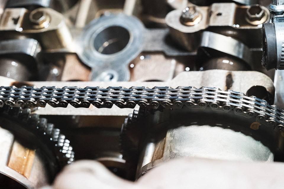 Сравнение приводов клапанов грм: ремень или цепь