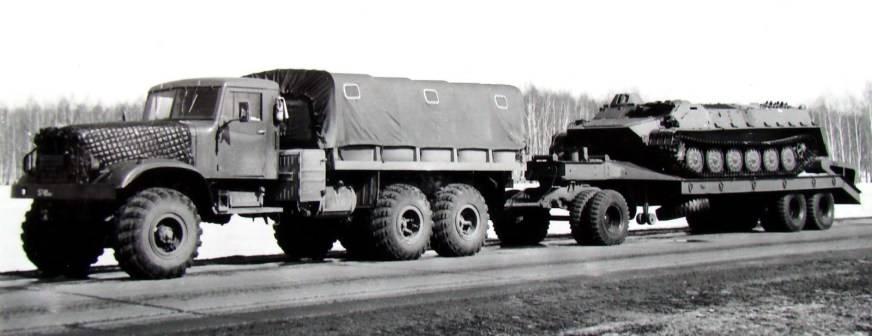 Мостоукладчик, сваезабиватель и даже гигантский пылесос: военные профессии краз-255