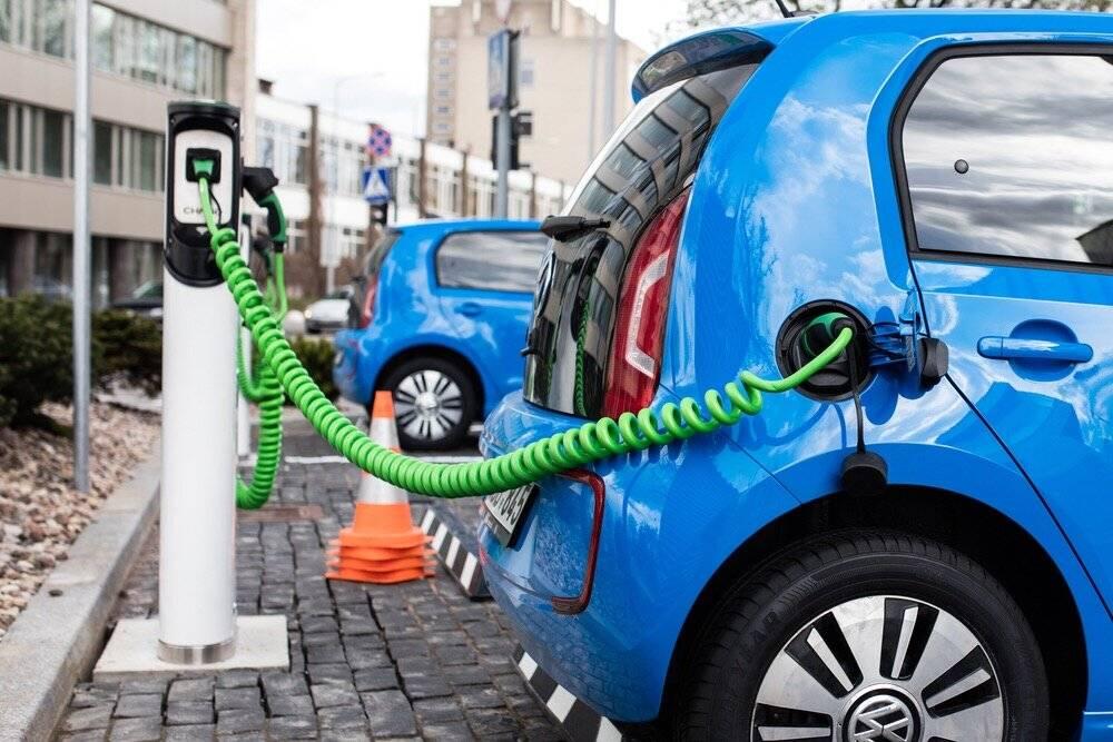 Зачем нужны электромобили и почему все еще ездят на бензине