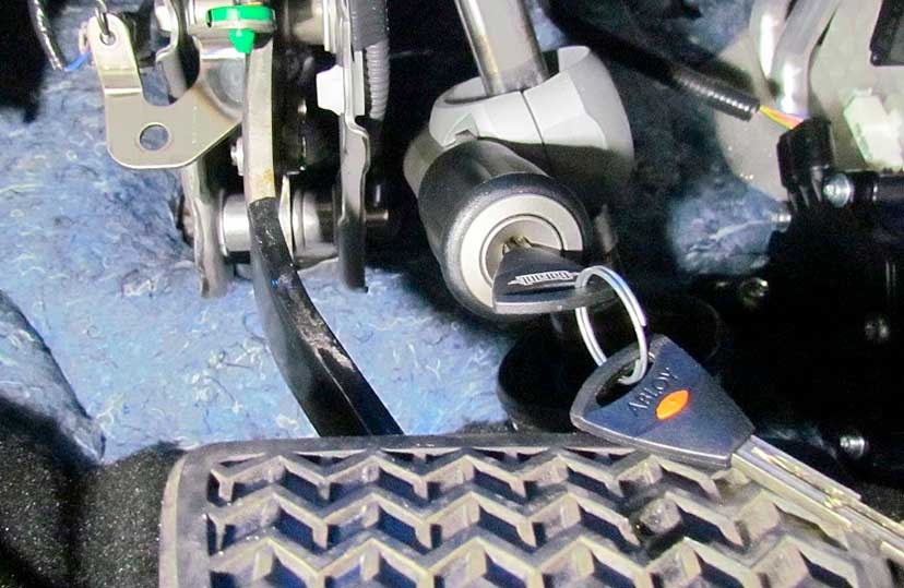 Блокиратор рулевого вала: назначение, устройство, принцип работы моделей перехват-универсал, гарант замок, bear-lock, заслон, dragon, установка своими руками - autotopik.ru