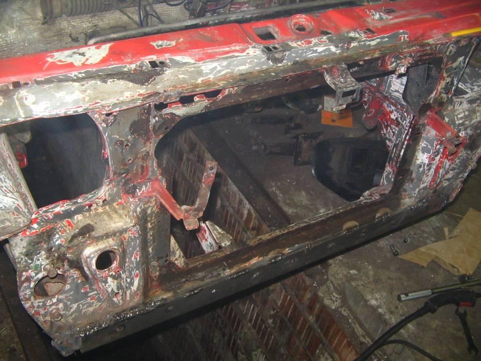 Toyota rav4 на подъемнике. «жесткость кузова слабая. eсли вывесить заднее колесо — багажник закроется с трудом. жесть, как она есть: всё об усилении кузова и «форд», и ваз - из русского металла