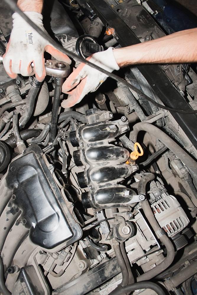 Подробно о свечах зажигания, как заменить на автомобиле skoda. подробно о свечах зажигания, как заменить на автомобиле skoda замена свечей зажигания на шкода фабия 1.6