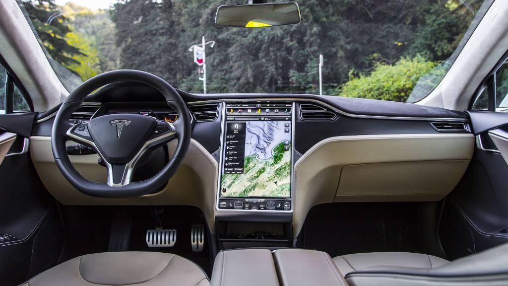 Минские владельцы tesla: «на белорусских дорогах станет больше электромобилей, когда запустится белаэс» - citydog.by   журнал о минске
