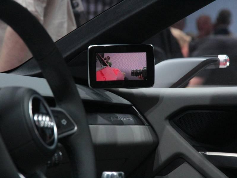 Видеокамеры заднего вида вместо боковых зеркал начнут применять в 2019 году
