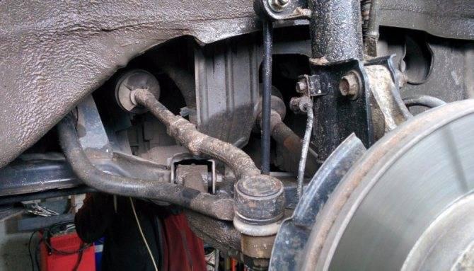 Когда пора менять рулевые тяги и наконечники, главные признаки поломок