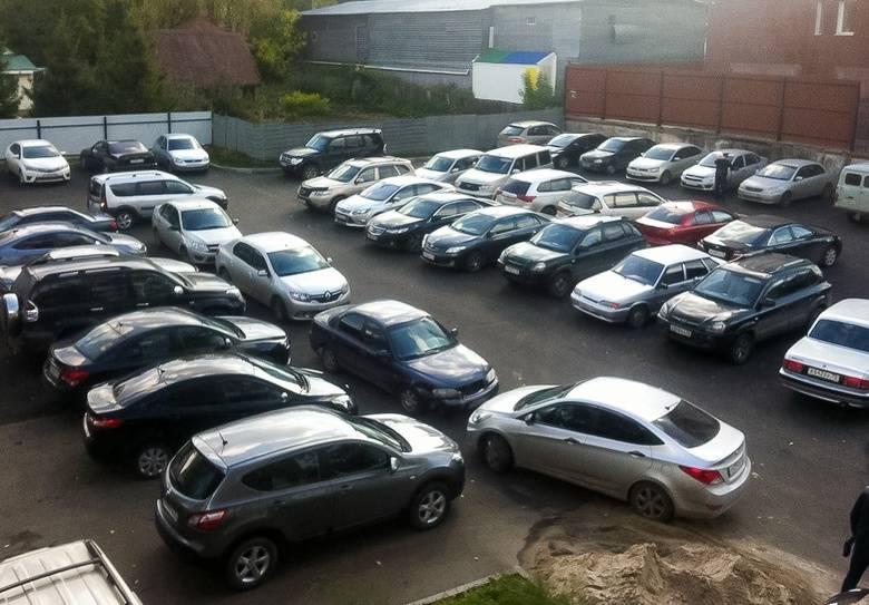 Можно ли парковать машину во дворе в 2021 году?