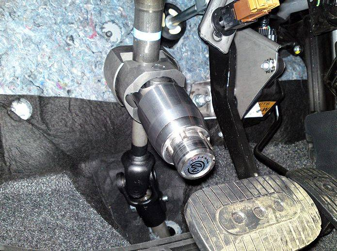 Блокираторы руля дополнительная защита машину от угона