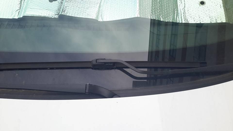 Поколения «дворников»: меняем щётки стеклоочистителя на редакционной lada vesta