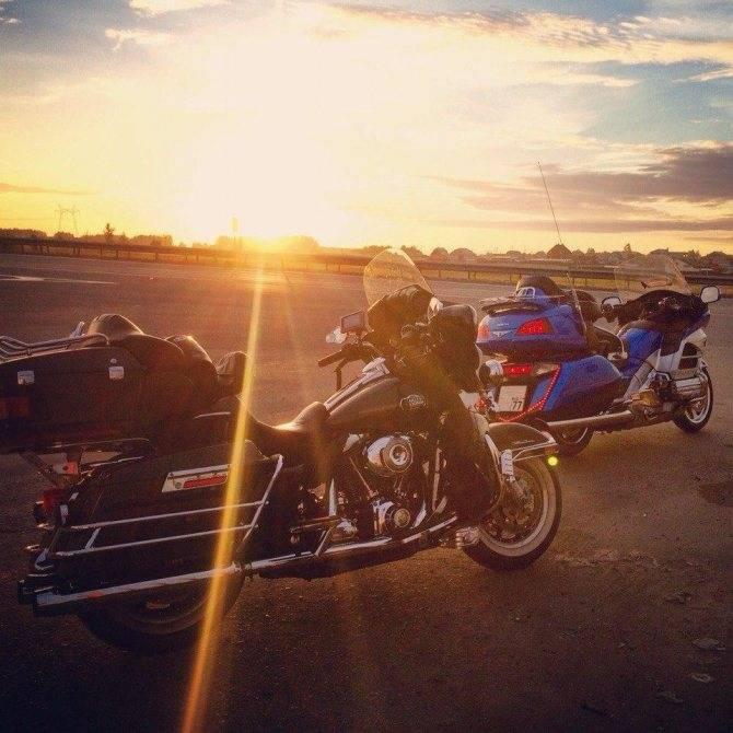 Обзор мотоцикла honda gl1800 gold wing — bikeswiki - энциклопедия японских мотоциклов