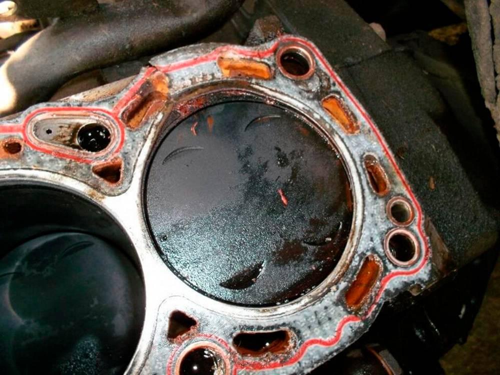 Причины по которым двигатель жрет и расходует масло