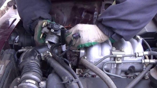 Почему машина дергается при нажатии на педаль газа