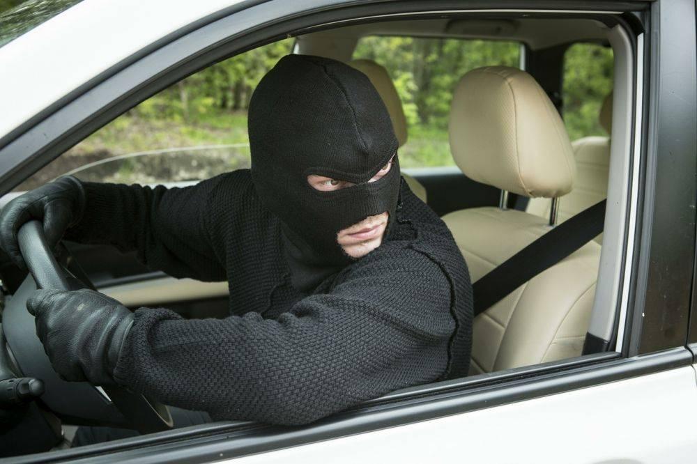 Пусть угонщик плачет: как защитить авто в гараже от кражи?