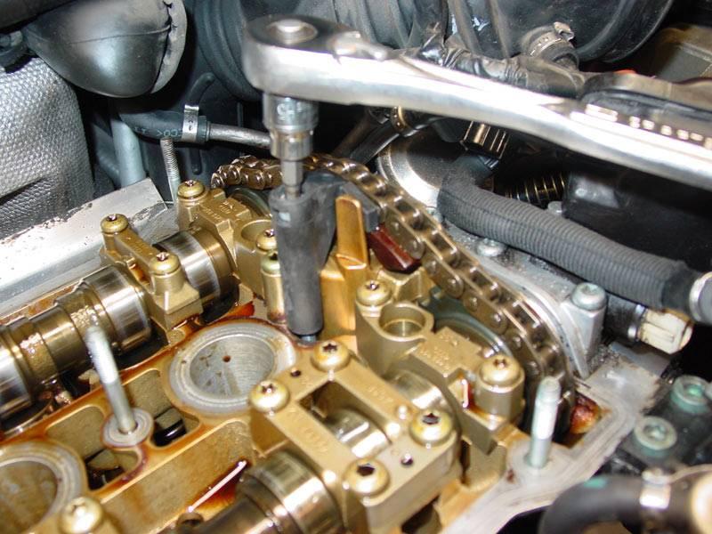 Почему низкий уровень масла в моторе, какие могут быть последствия?