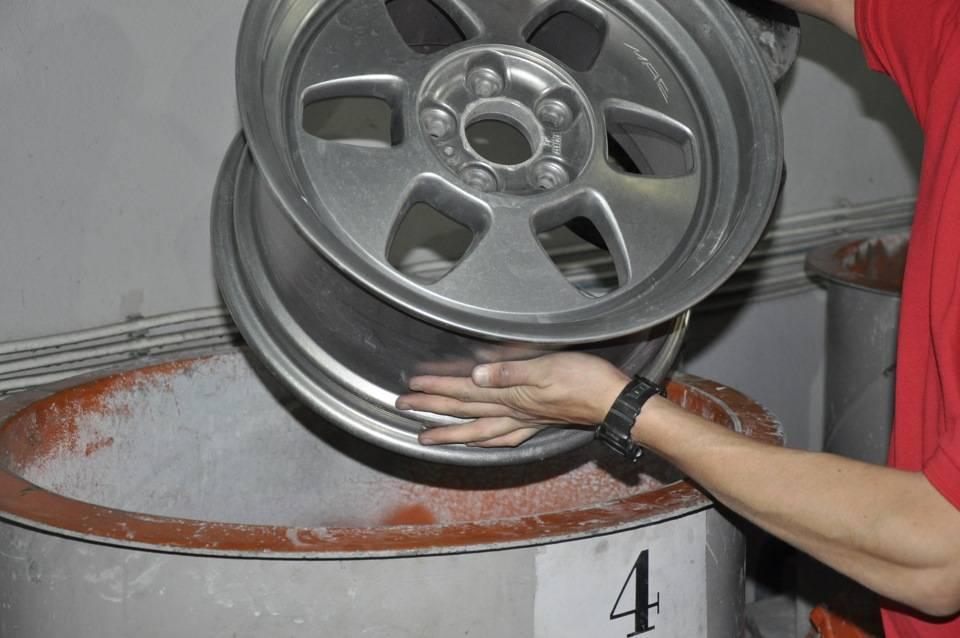 Проведение мелкого ремонта колёсных дисков своими руками