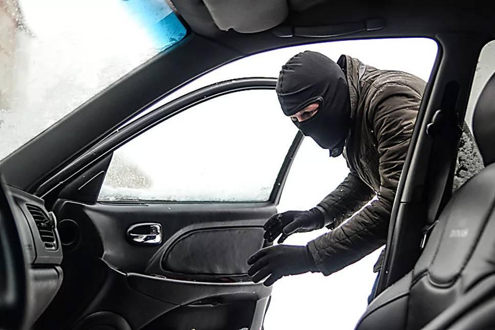 Как защитить автомобильный гараж от кражи с помощью подручных средств?