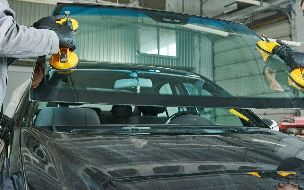 Процесс замены лобового стекла на авто