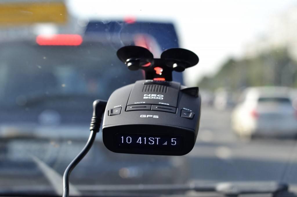 Какой радар-детектор выбрать для города и путешествий?